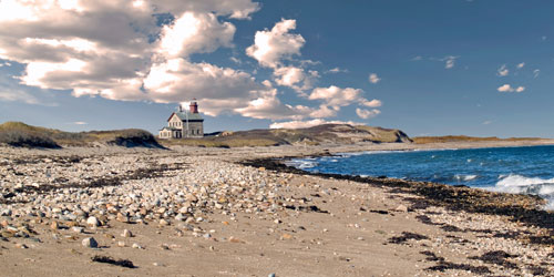 -Block-Island-North-Light-LIghthouse-and-Beach--credit--shutterstock