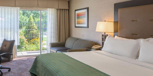 King Room - Holiday Inn South Kingstown - South Kingstown, RI